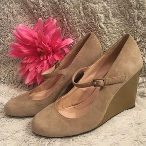 Vince Camuto Suede Beige Mary Jane Wedges Size 6
